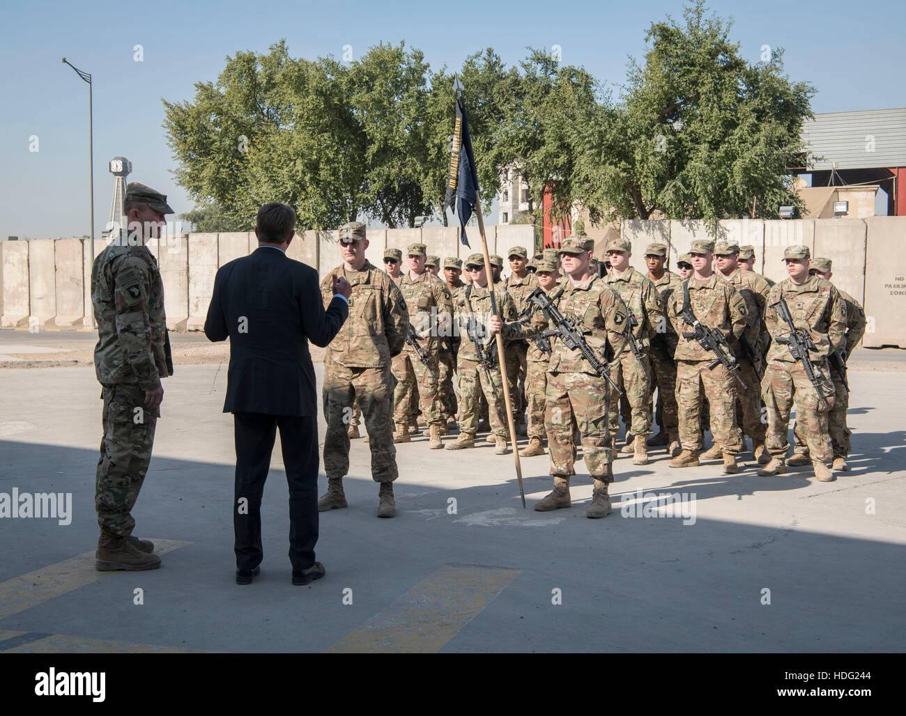 U.S Secretary of Defense Ashton Carter thanks U.S. service members at Combined Joint Task Force Operation Inherent - Stock Image