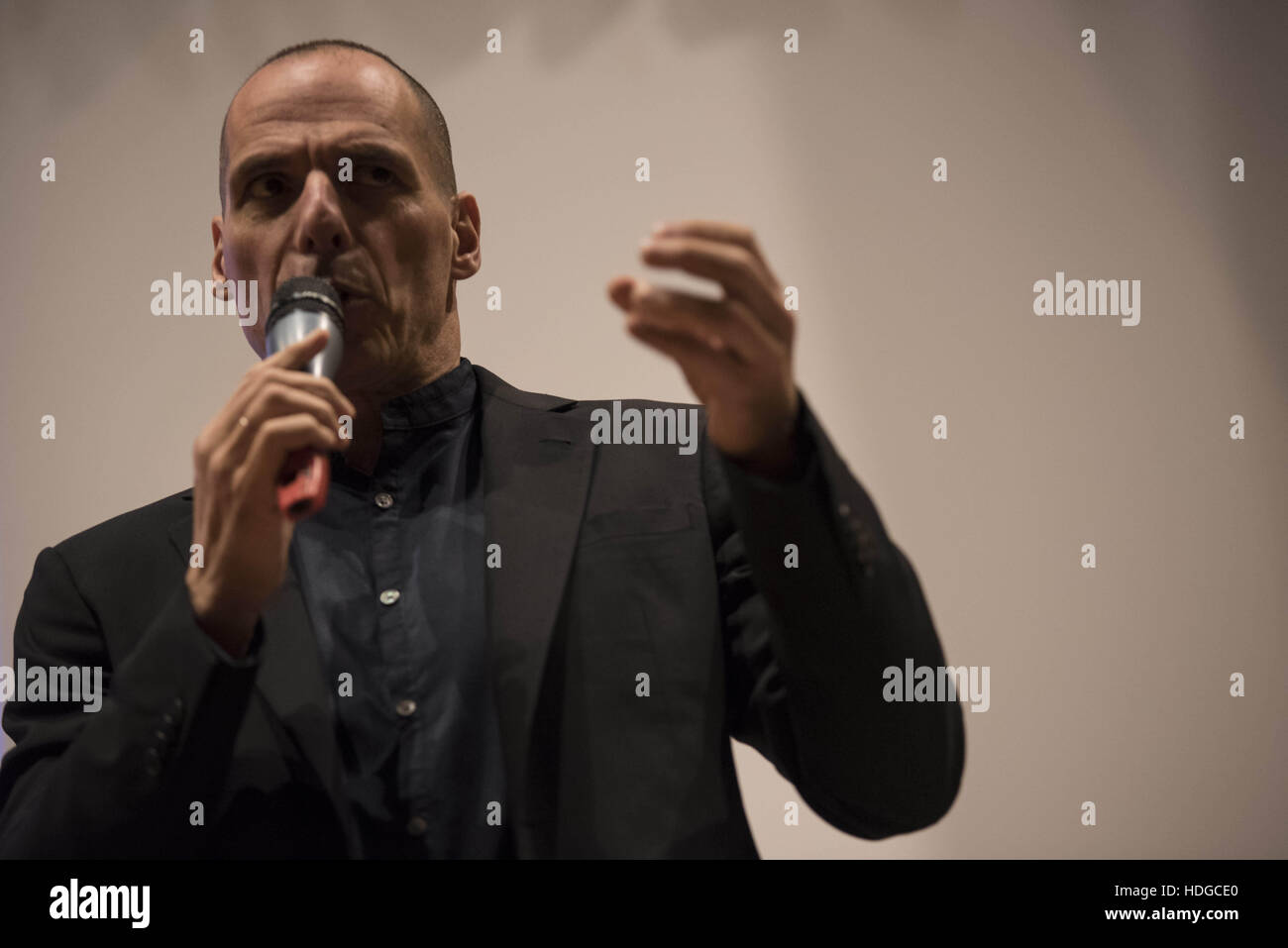 Athens, Greece. 12th Dec, 2016. YIANIS VAROUFAKIS addresses participants during the presentation of his new book. - Stock Image