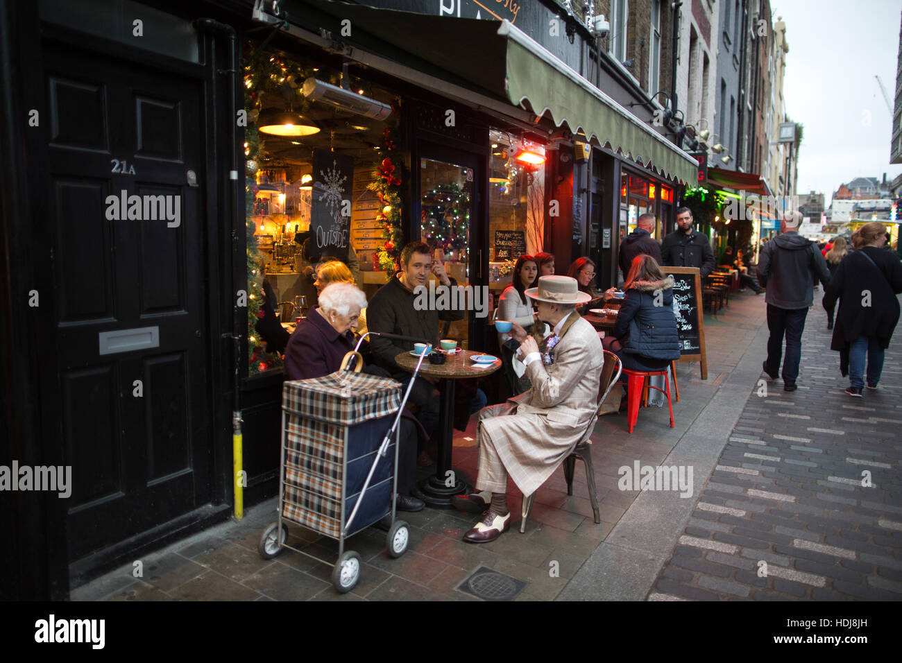 George Skeggs, also known as Soho George, eighty year old born and raised in London, sitting outside a cafe on Berwick - Stock Image