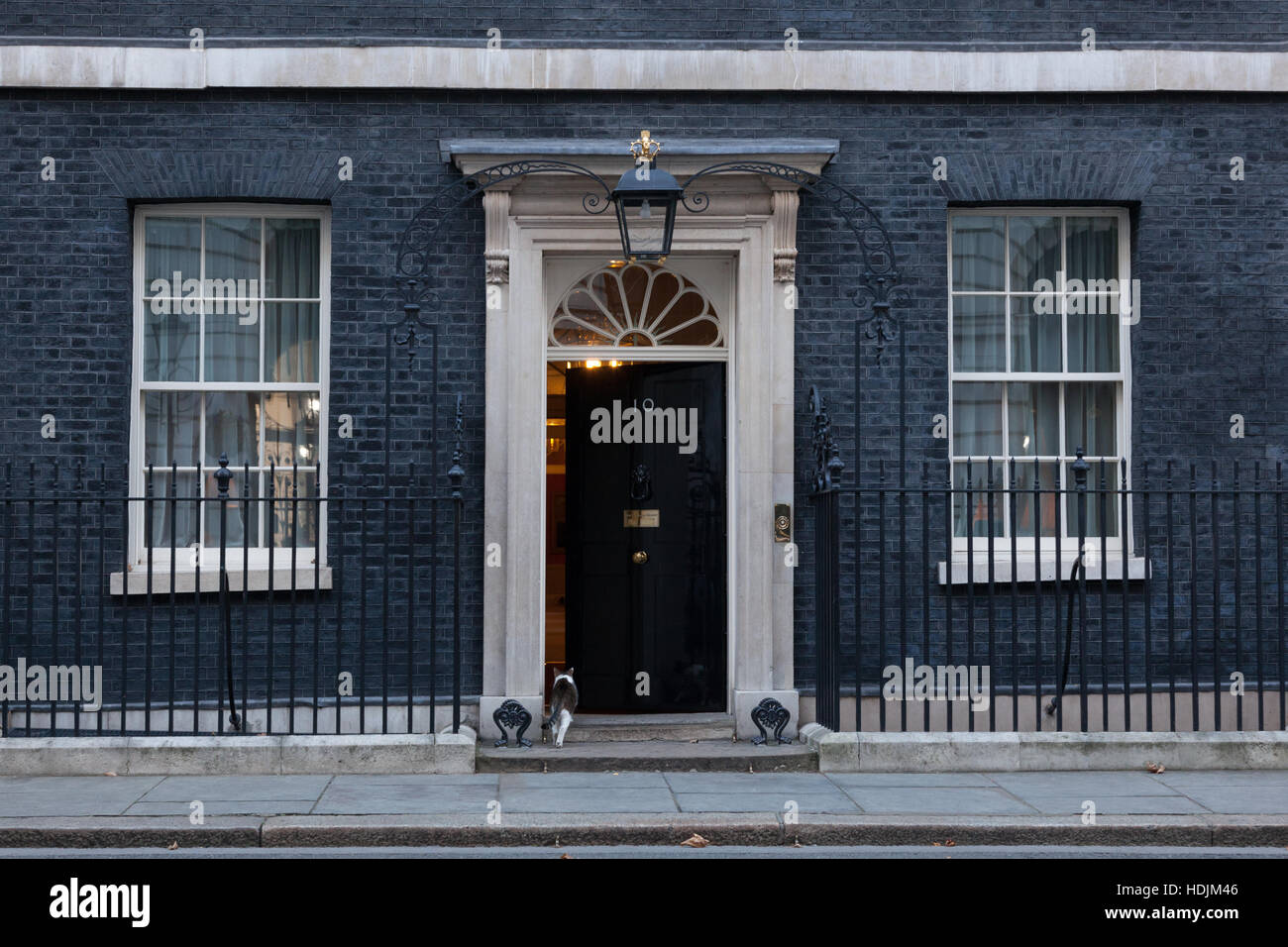 London, 28 November 2016. Main doors are kept closed at 10 Downing Street in London, the residence of Prime Minister - Stock Image