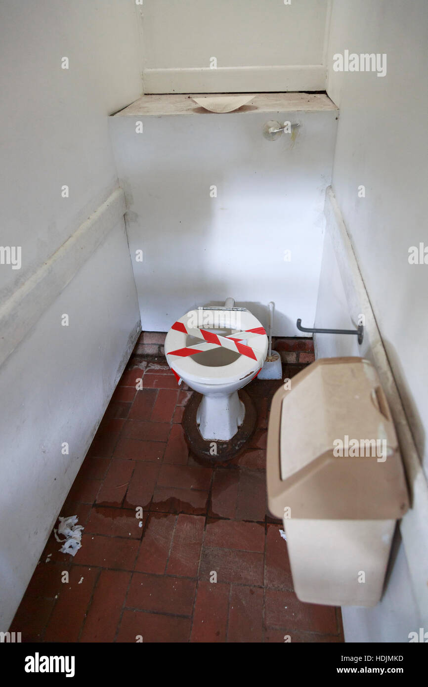 out of order broken toilet dirty and unhygienic - Stock Image