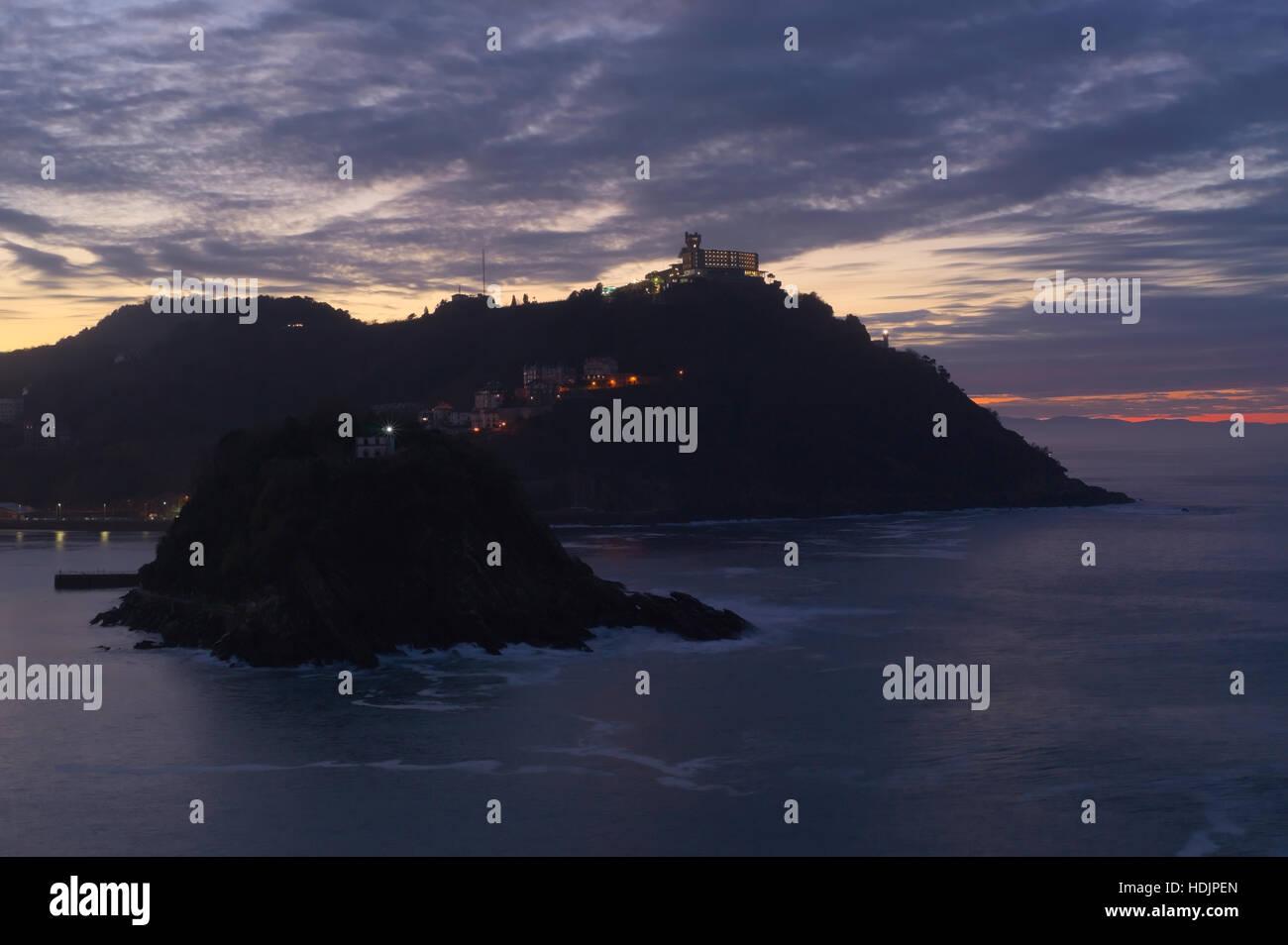 The blue hour at La Concha bay in Donostia-San Sebastian. - Stock Image