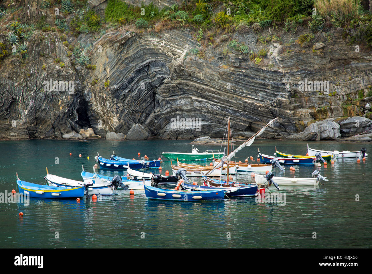 Small boats in the harbor at Vernazza, Cinque Terre, Liguria, Italy - Stock Image