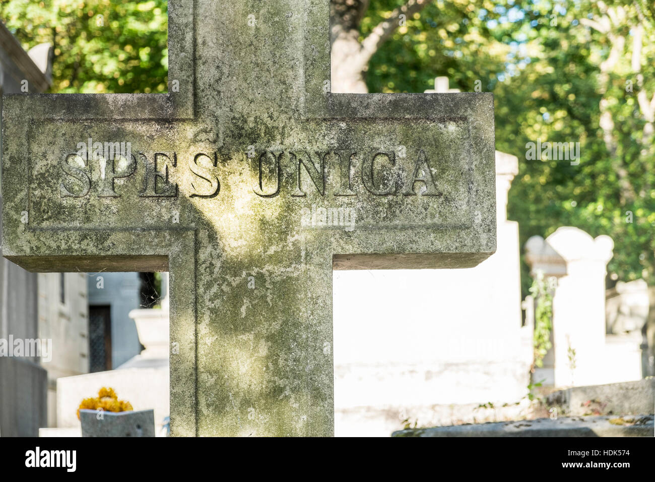 spes unica, inscription on grave cross, pere lachaise cemetery - Stock Image