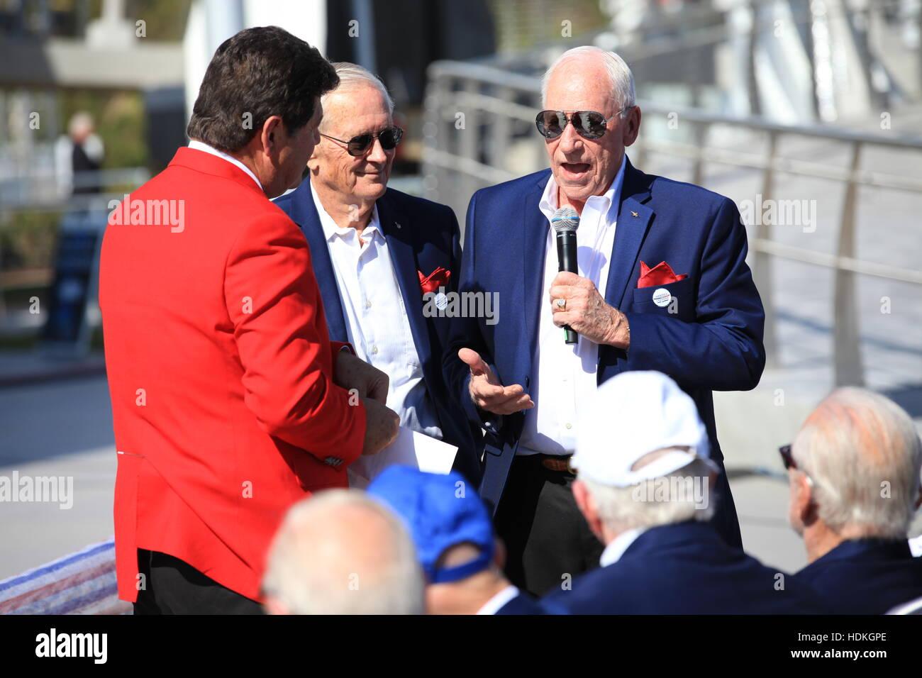 Former CNN correspondent John Zarella (left) interviews NASA Apollo astronauts Charlie Duke (middle) and Walt Cunningham - Stock Image