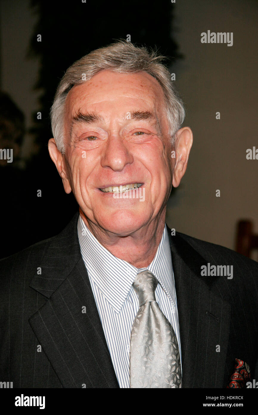 Comedian Shelley Berman arrives at the December 16th, 2004 Los Angeles premiere of the film, ' Meet the Fockers'. - Stock Image