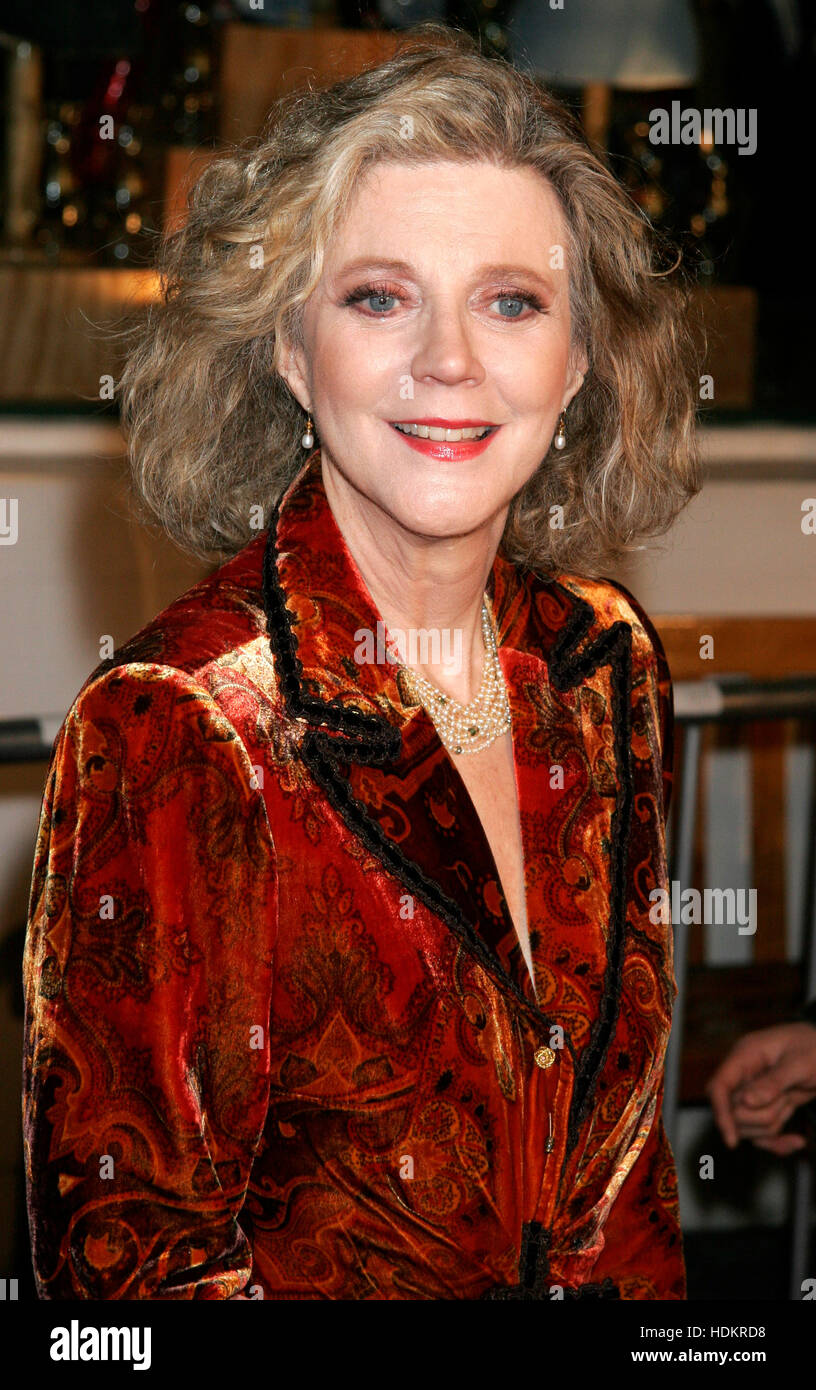 Actress Blythe Danner arrives at the December 16th, 2004 Los Angeles premiere of the film, ' Meet the Fockers'. - Stock Image
