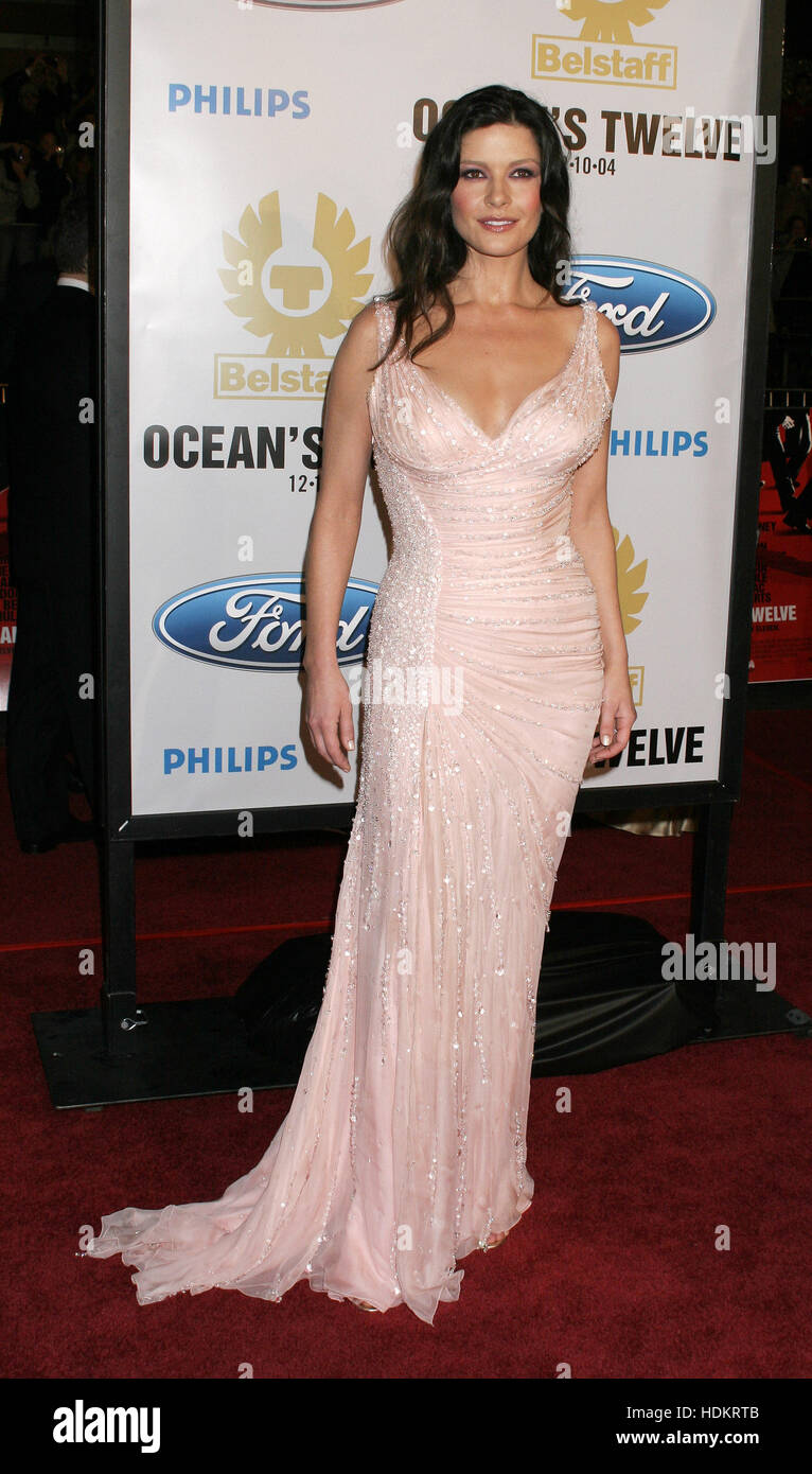 Catherine Zeta Jones At The Premiere Of Film Oceans Twelve Graumans Chinese Theatre On December 8 2004 In Los Angeles