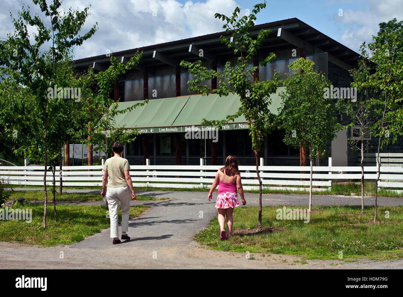 Vermont Institute of Natural Sciences, Quechee, Vermont, USA. A woman and child approaching the main VINS building. - Stock Image