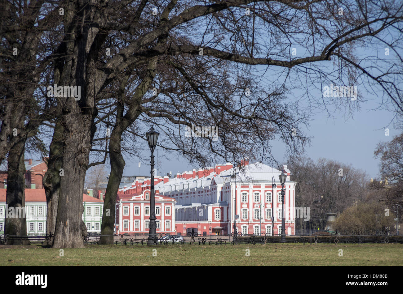 Lantern and trees in Alexandrovsky garden in Saint Petersburg city center with Twelve Colleges building at background, - Stock Image