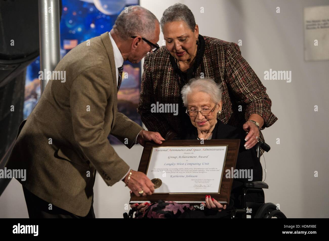 NASA Administrator Charles Bolden presents an award to African American mathematician, physicist, and space scientist - Stock Image