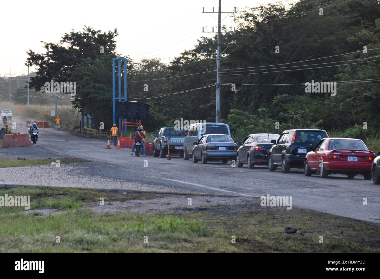 Traffic queue for roadworks on the main road to Liberia, Costa Rica - Stock Image