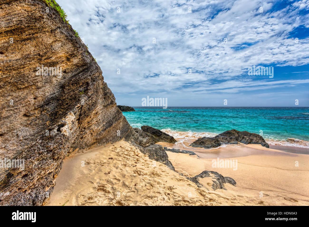 Landscape of Ocean, rock and beach in Horseshoe Bay, Southampton Parish, Bermuda - Stock Image