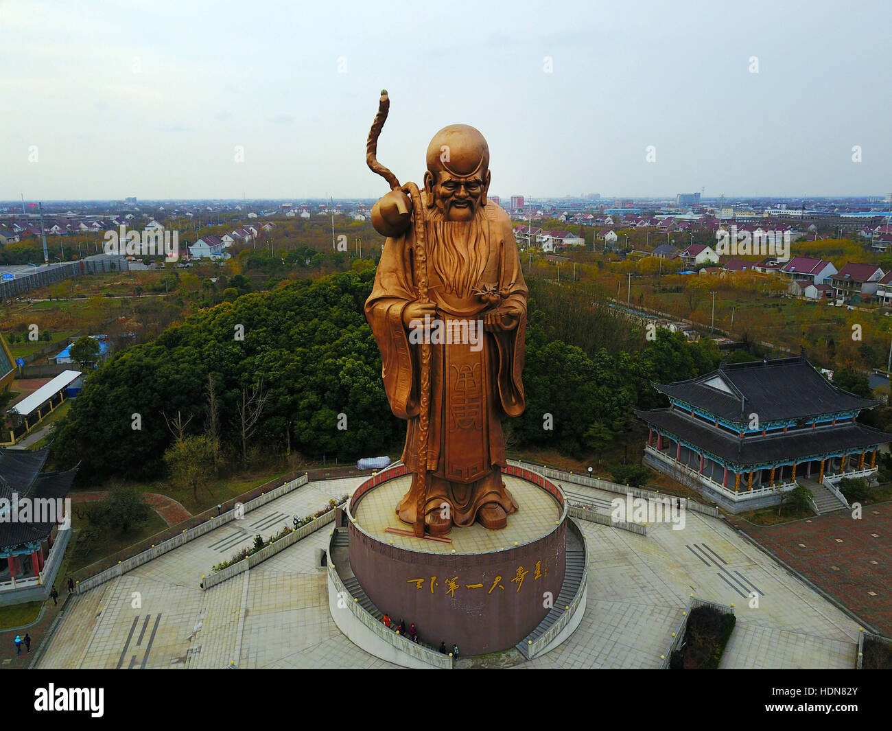 Rugao, Rugao, China. 11th Dec, 2016. Rugao, CHINA-December 11 2016: (EDITORIAL USE ONLY. CHINA OUT) .The giant bronze Stock Photo