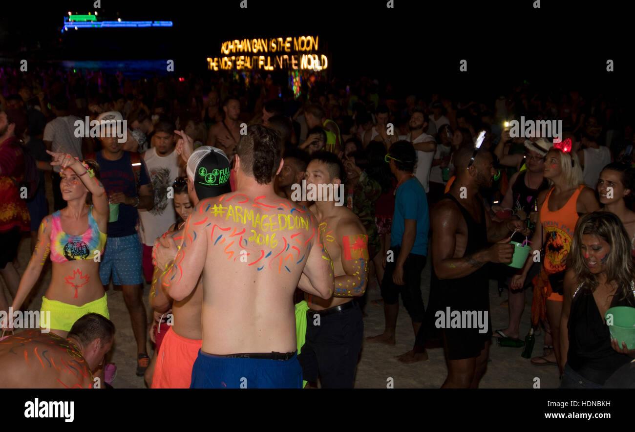 A Full Moon party on Sunrise beach Haad Rin on the island of Kho Phag Nang Thailand - Stock Image