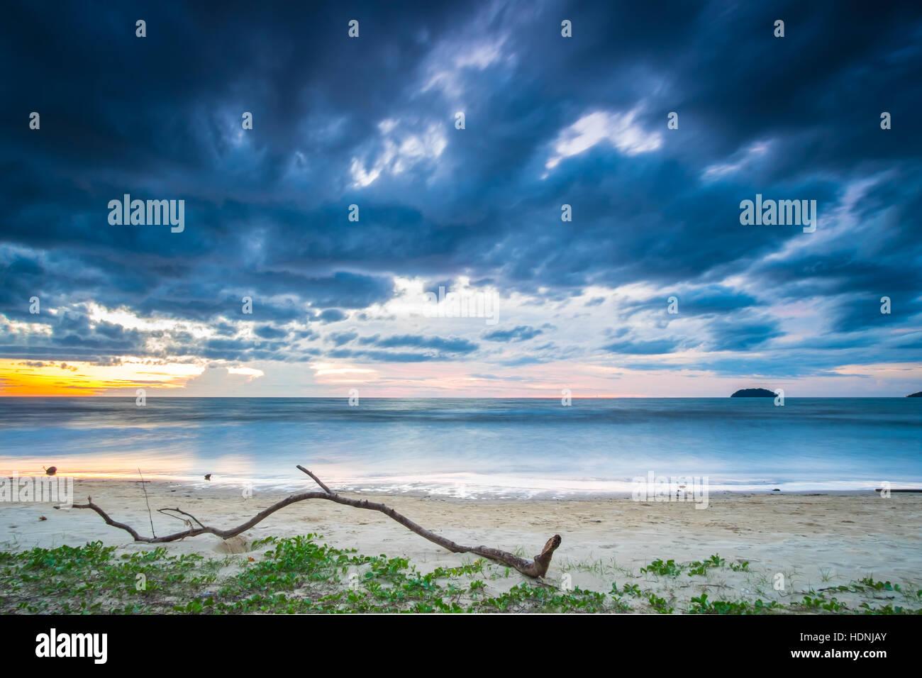 Sunset at Tanjung Aru beach, Kota Kinabalu. - Stock Image