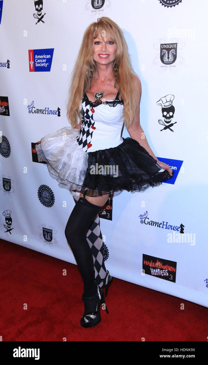Halloween Hotness 3 in 3D: Heroes and Villains - Arrivals