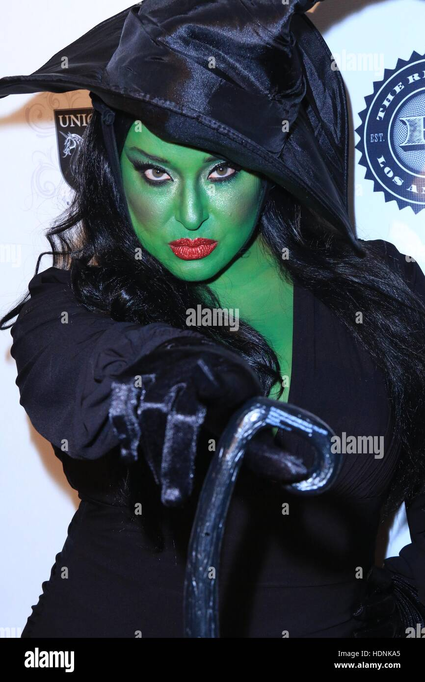 Halloween Hotness 3 in 3D: Heroes and Villains - Arrivals Featuring