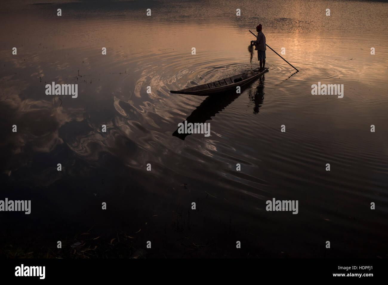 Fisherman working at the Tharzi Pond in Nyaungshwe, Myanmar. - Stock Image