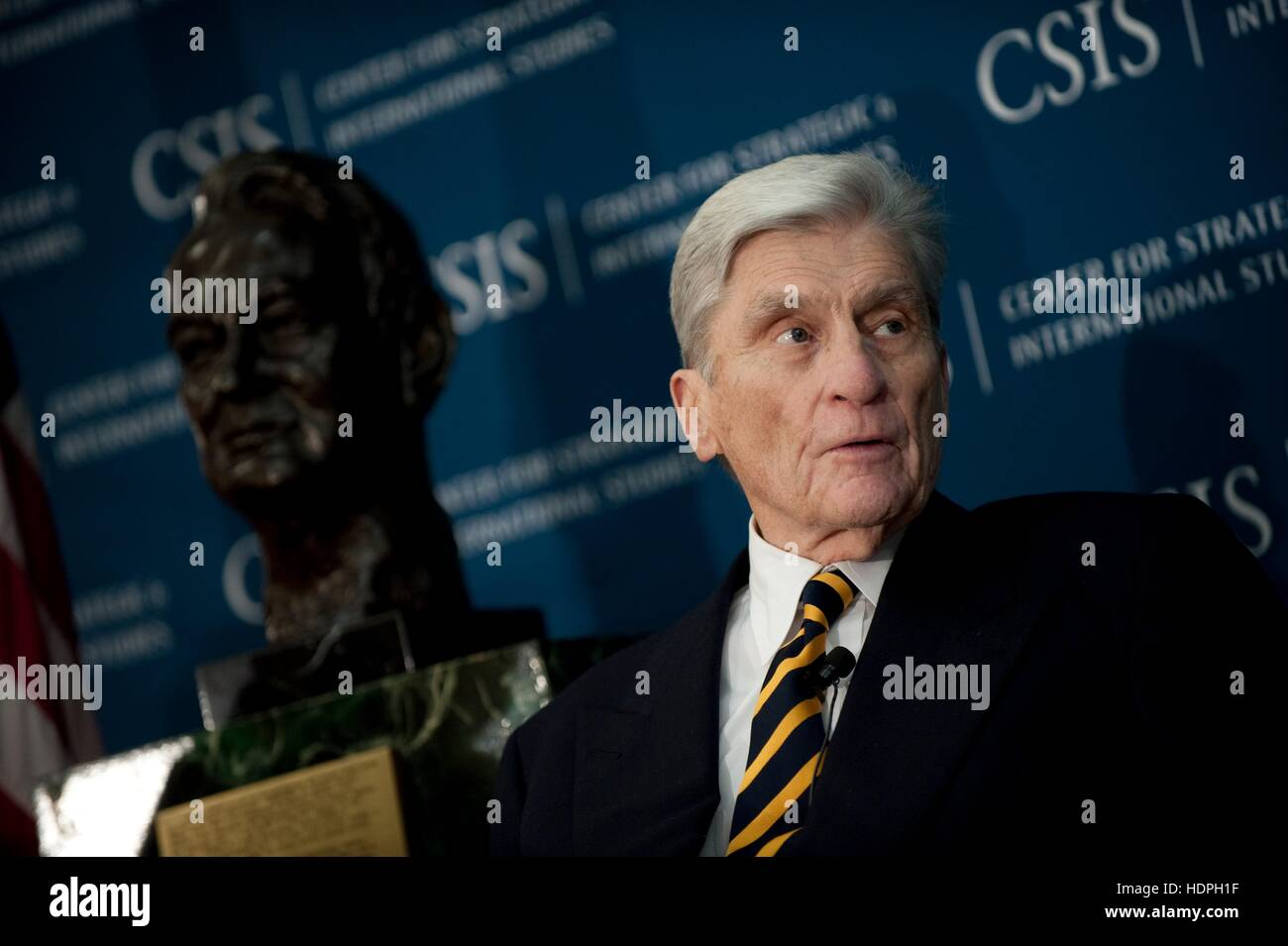 U.S. Virginia Senator John Warner participates in a discussion about Admiral Arleigh Burke at the Center for International - Stock Image