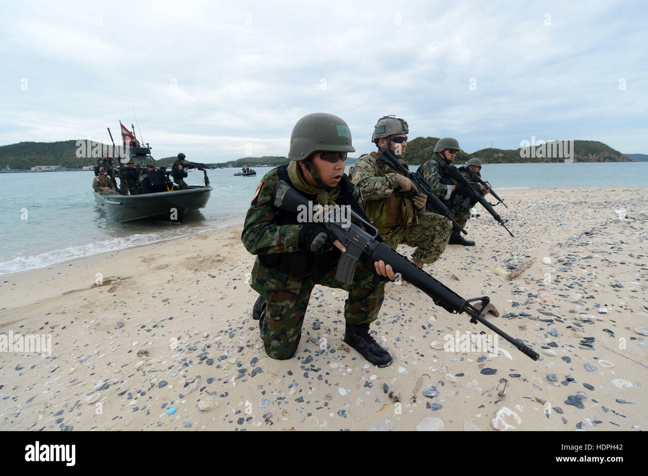 U.S. and Thai soldiers and sailors train on the beach during a Cooperation Afloat Readiness and Training exercise - Stock Image