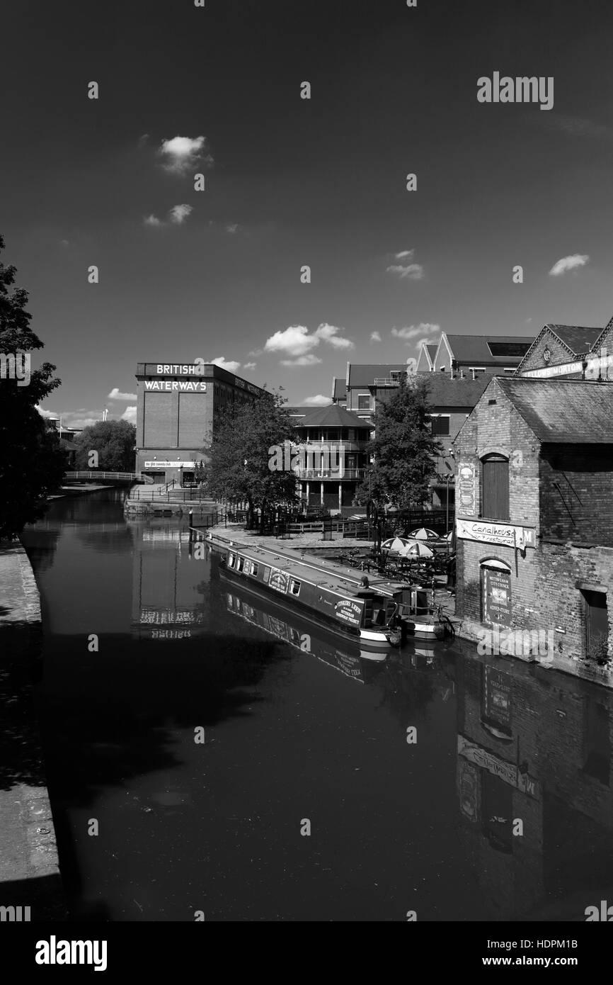Narrowboats on the Nottingham Canal, Waterfront area of Nottingham city centre, Nottinghamshire, England, UK - Stock Image