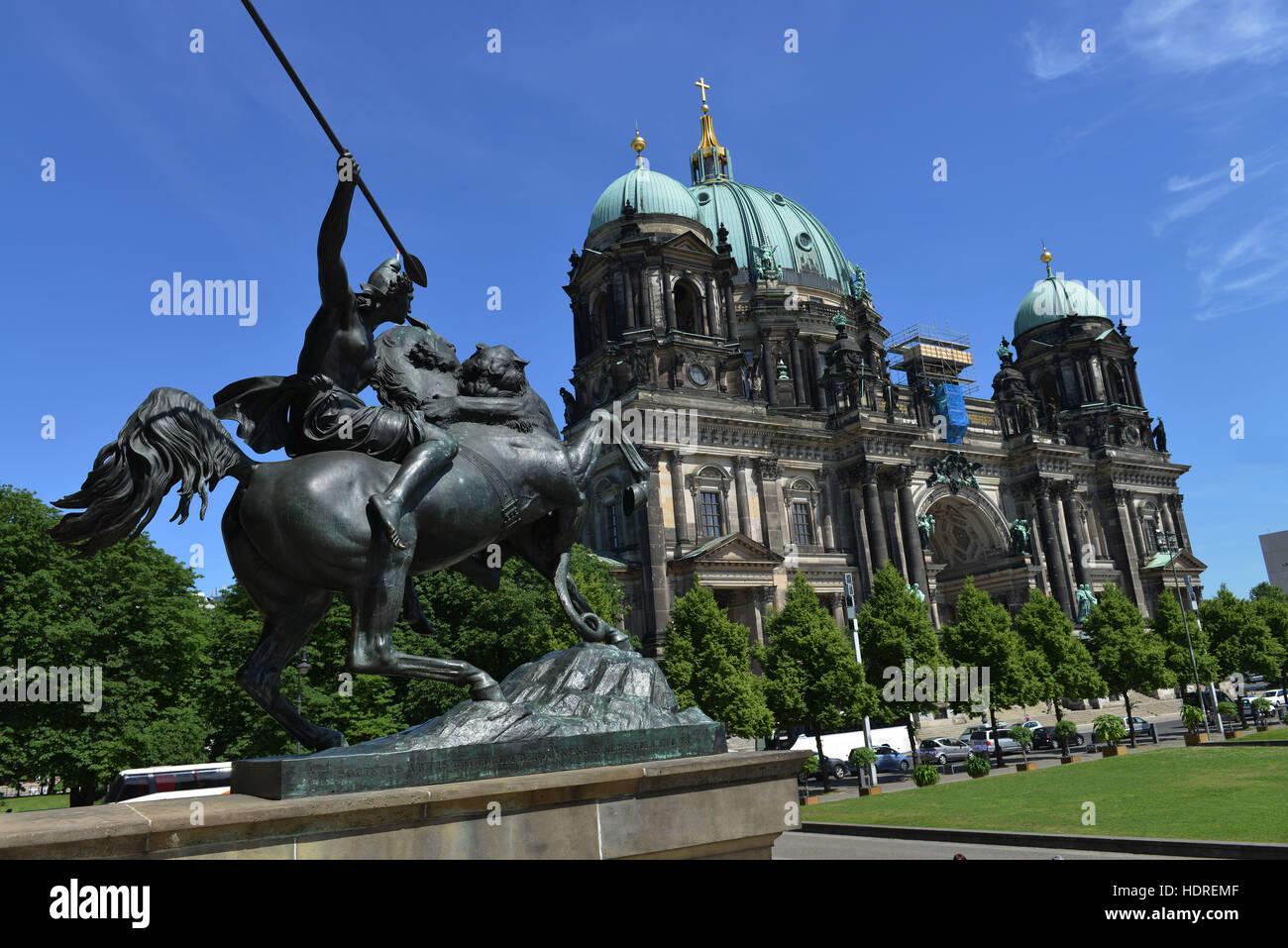 Amazone zu Pferde, Berliner Dom, Lustgarten, Mitte, Berlin, Deutschland - Stock Image