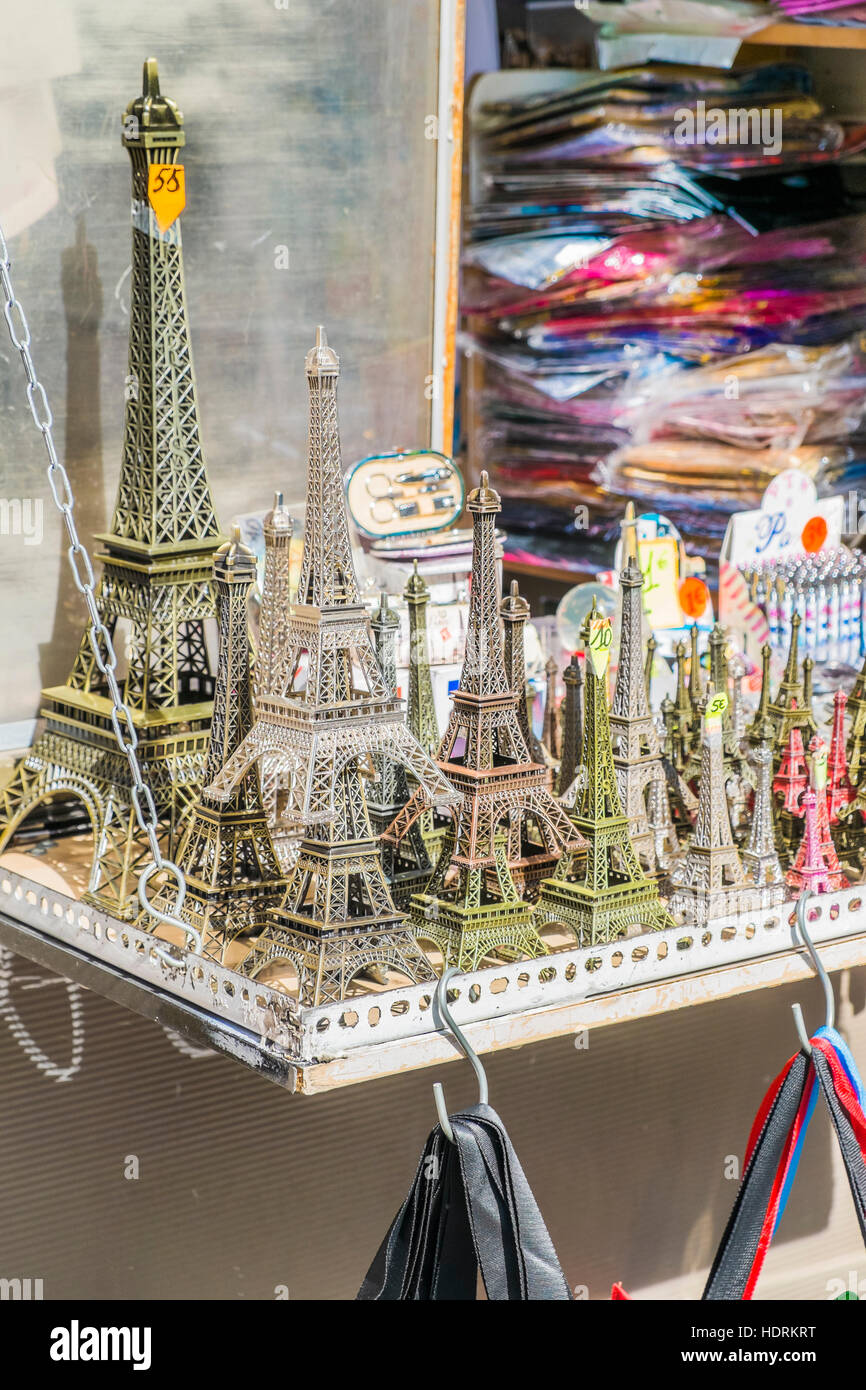 different size eiffel tower models for sale at a stall - Stock Image