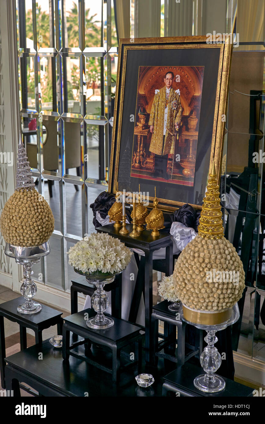 Hotel foyer tribute to the highly revered deceased Thailand King Bhumibol Adulyadej who died on the 13th October - Stock Image
