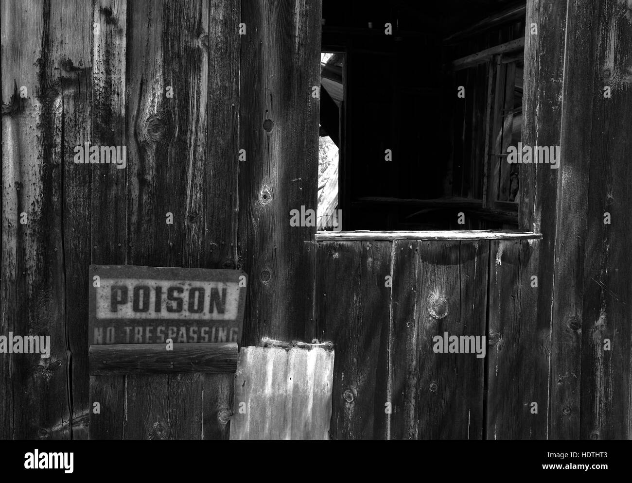 Poison sign on the assay shack at an abandoned mine in Arizona. - Stock Image