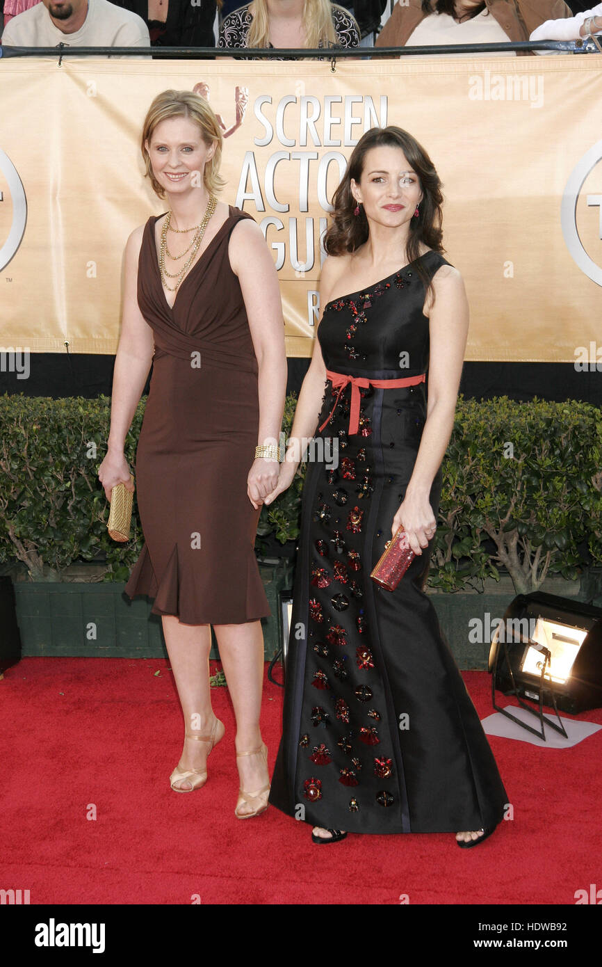 Cynthia Nixon Left And Kristin Davis At The Screen Actors Guild Awards In Los Angeles On Feb 5 2005 Photo Credit Francis Specker