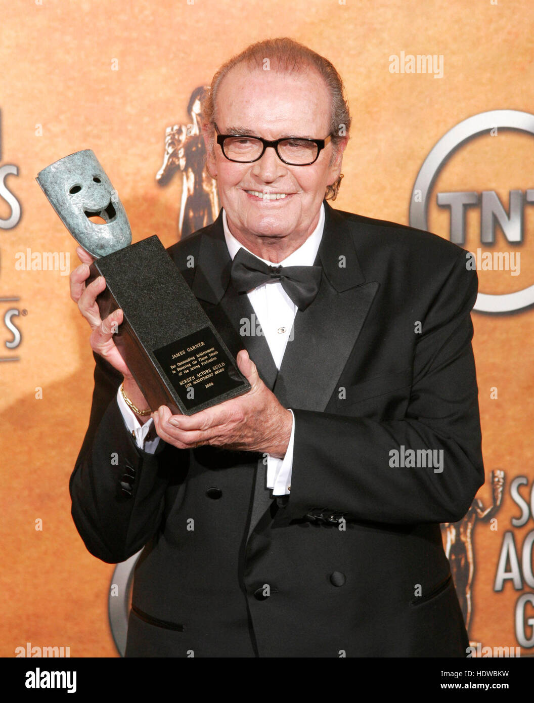 James Garner holds the 41st annual life achievement award backstage during the 11th annual Screen Actors Guild awards - Stock Image