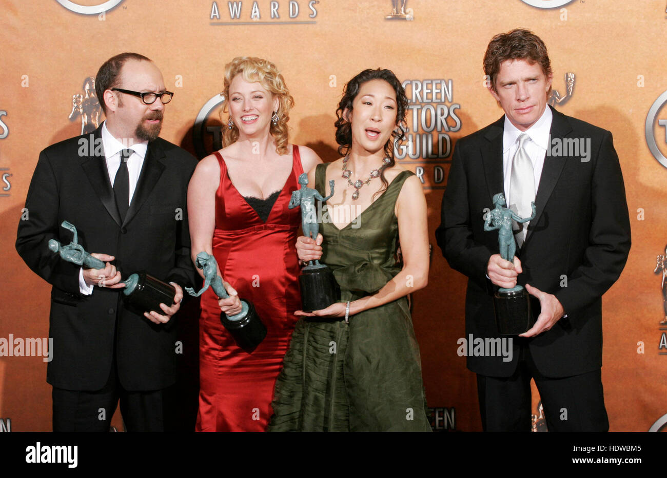 Paul Giamatti, left, Virginia Madsen, second from left, Sandra Oh and Thomas Hayden Church, right, hold the award - Stock Image