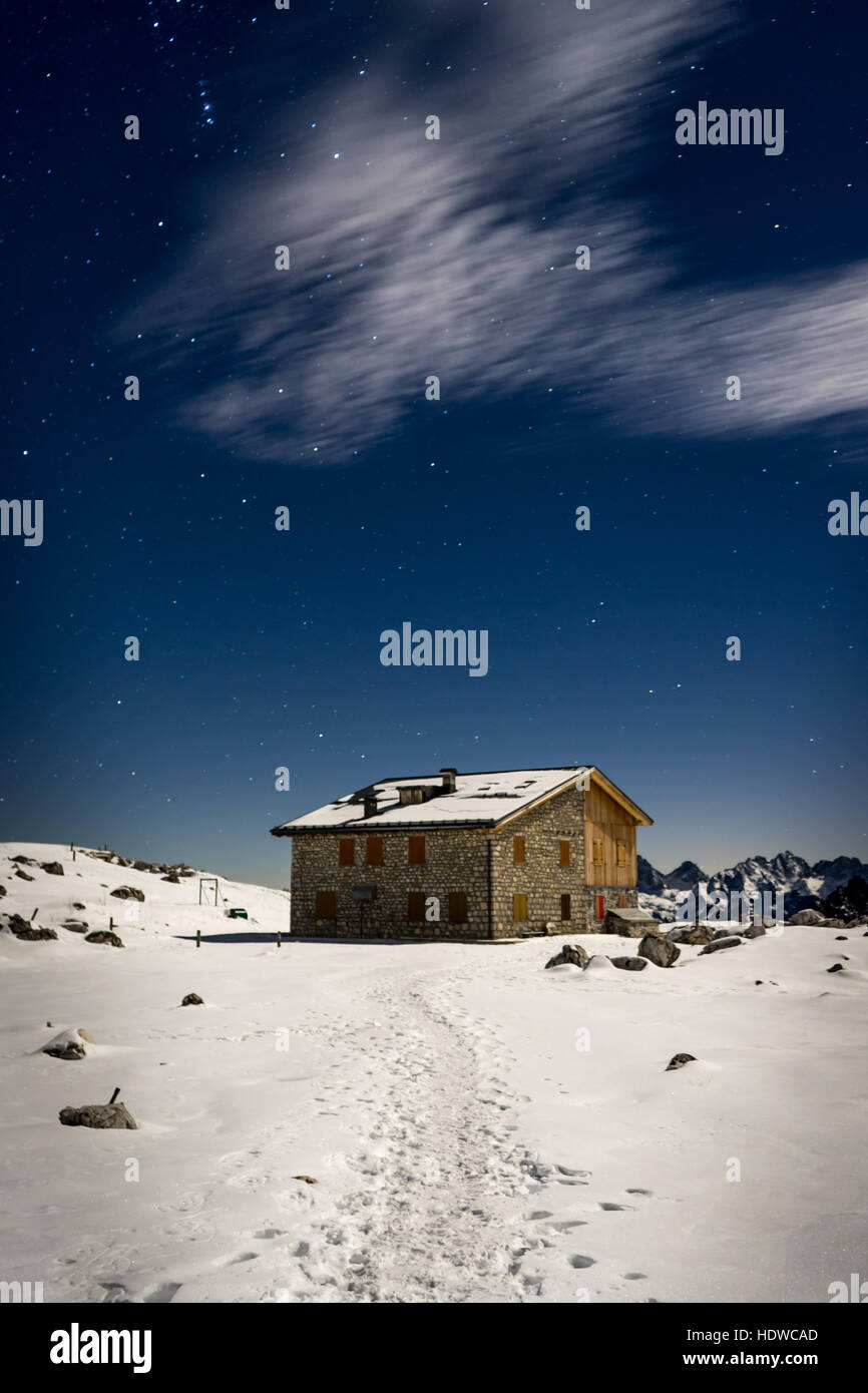 Mountain hut at Tre Cime di Lavaredo or Drei Zinnen in the Italian Dolomites/Alps , Belluno, Veneto - Italy - Stock Image