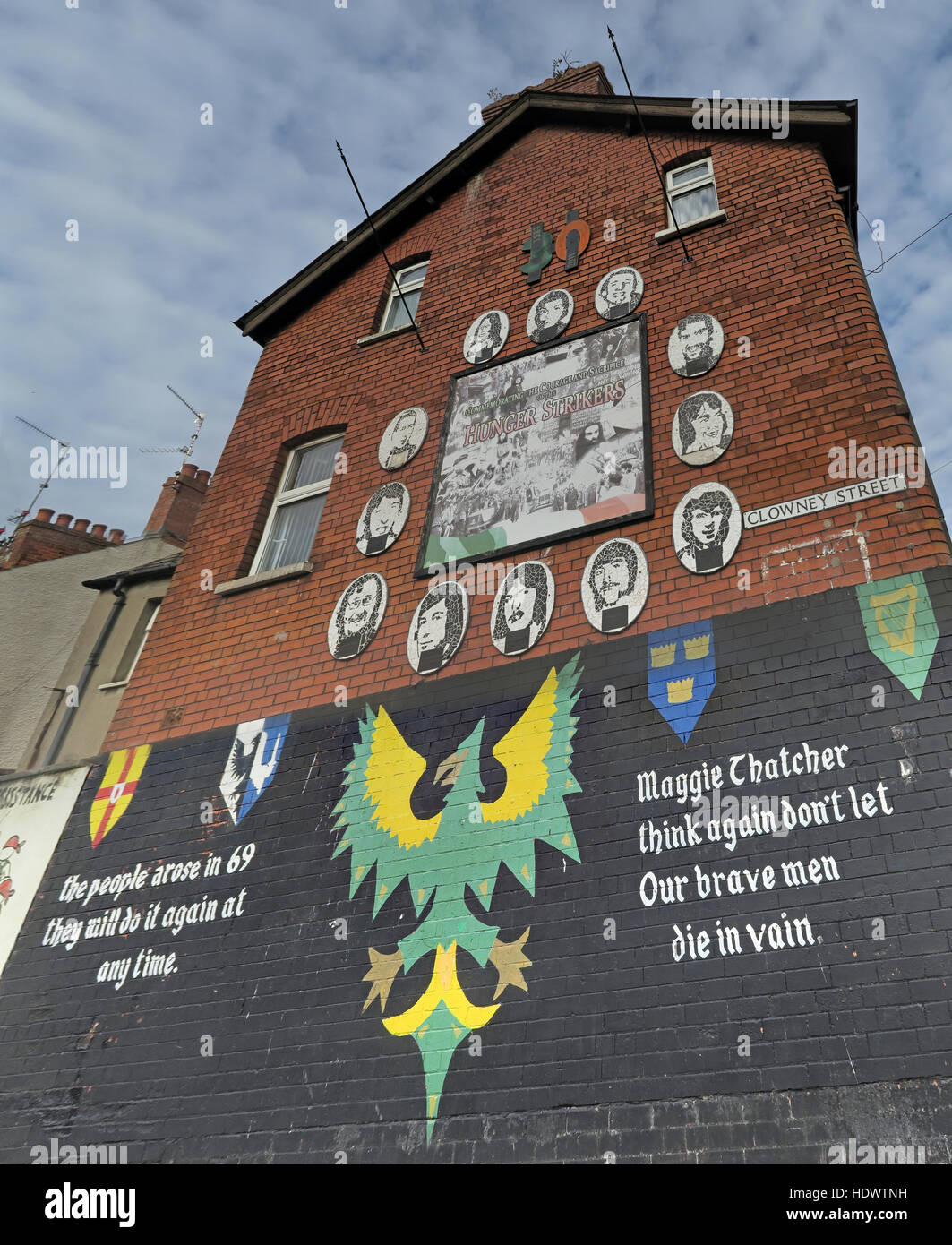 Belfast Falls Rd Republican Mural Clowney St, Hunger Strikers, Maggie Thatcher think again.. - Stock Image