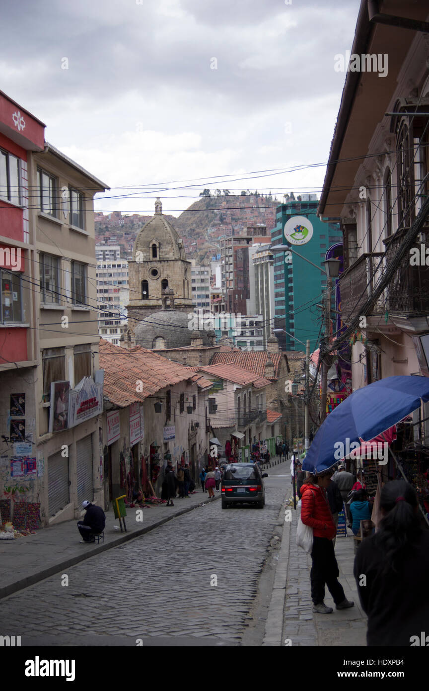 Street view in La Paz, Bolivia, near the witch's market, calle de las brujas, will hill in the background - Stock Image