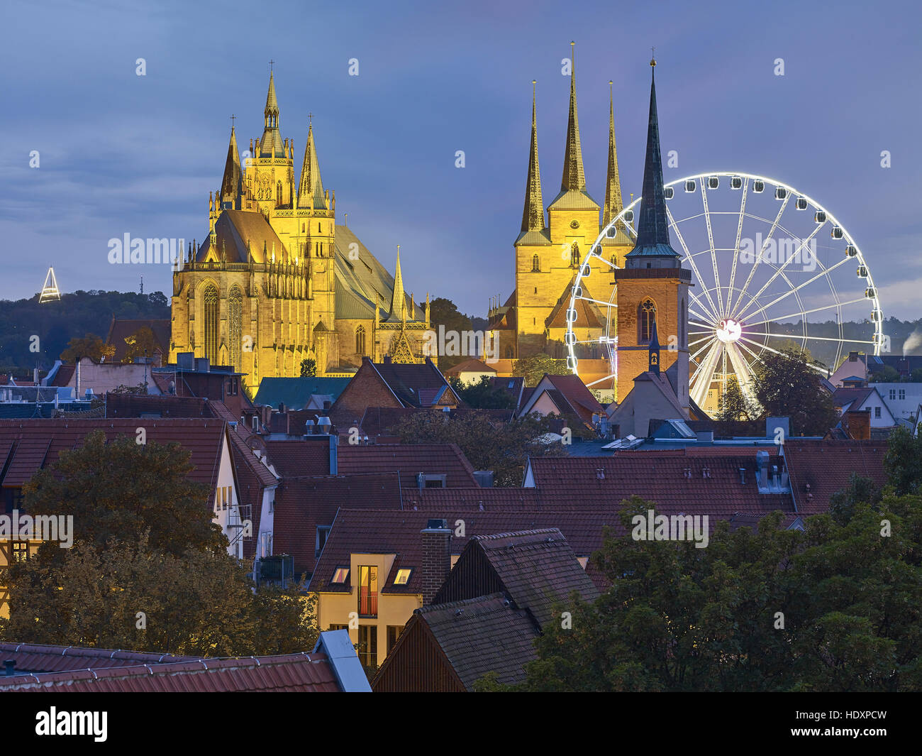 View over Erfurt with Ferris wheel, Cathedral and Severi church, Oktoberfest, Thuringia, Germany - Stock Image