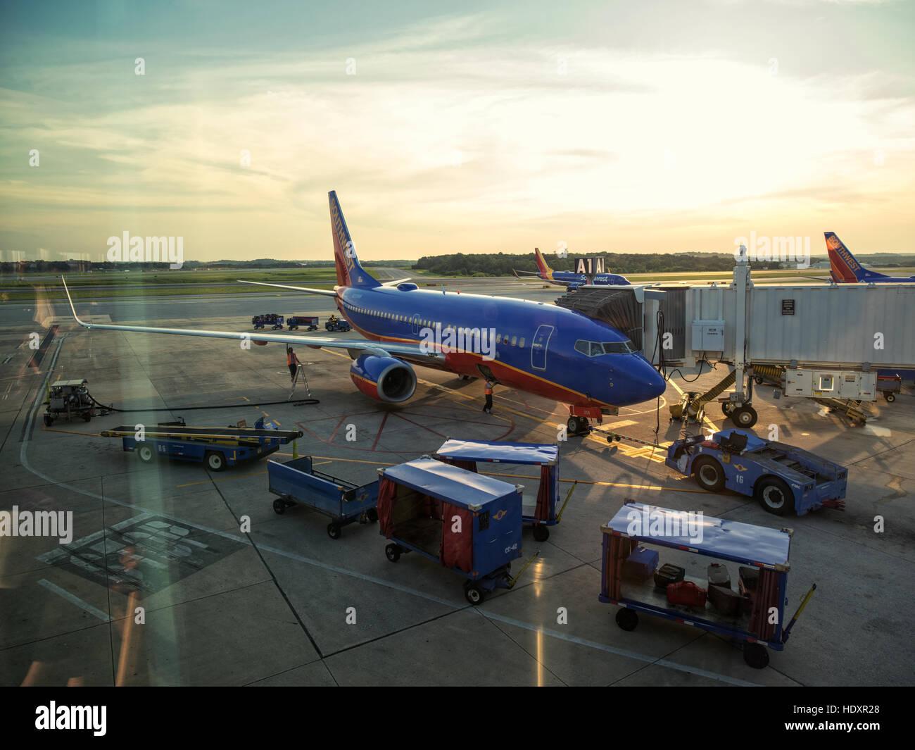 Airplane at an airport terminal gate preparing for an early flight. Baltimore Washington International, BWI. - Stock Image