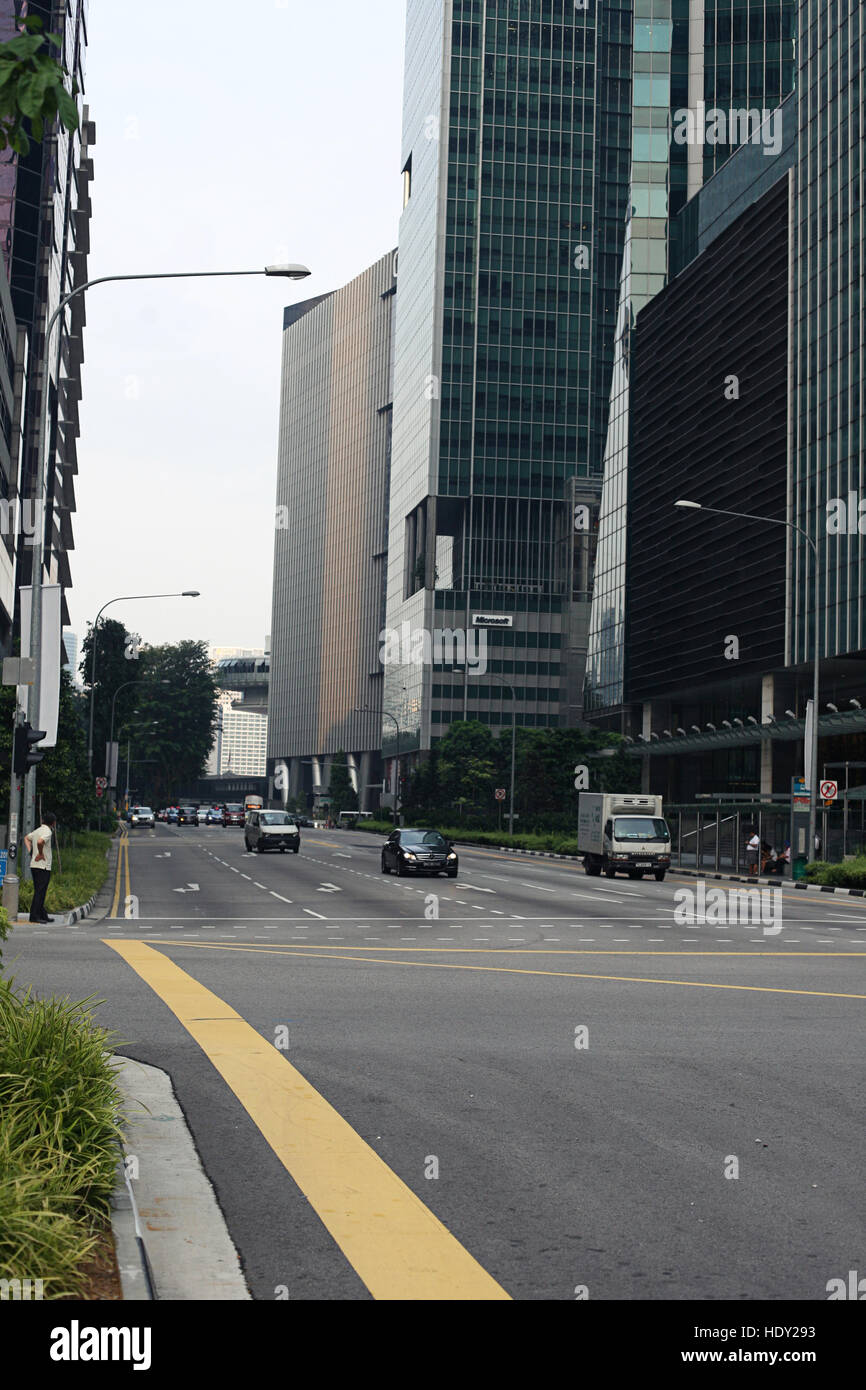 Traffic in the central sreet in Singapore - Stock Image