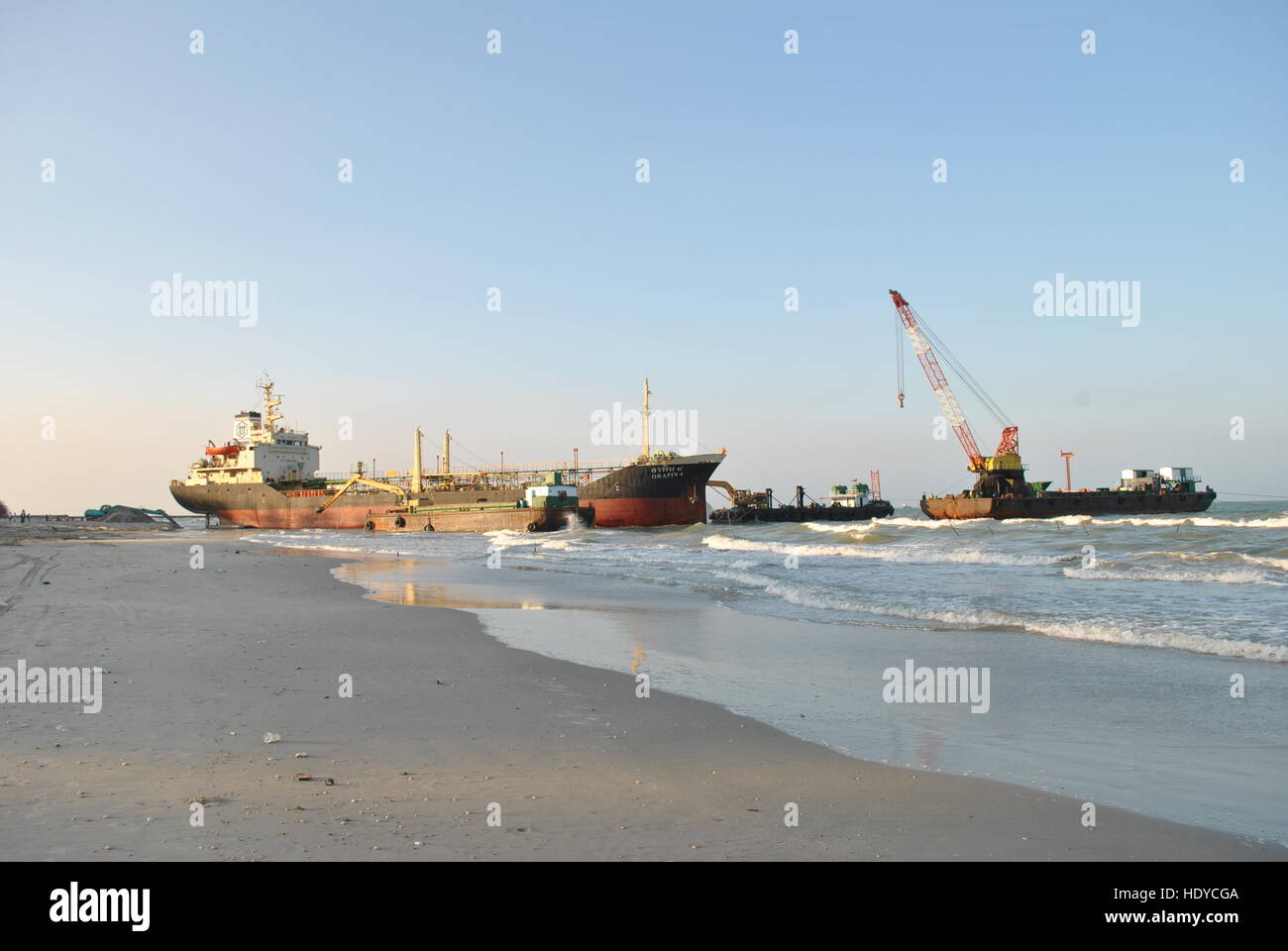 Ran aground oil tanker in Thailand - Stock Image