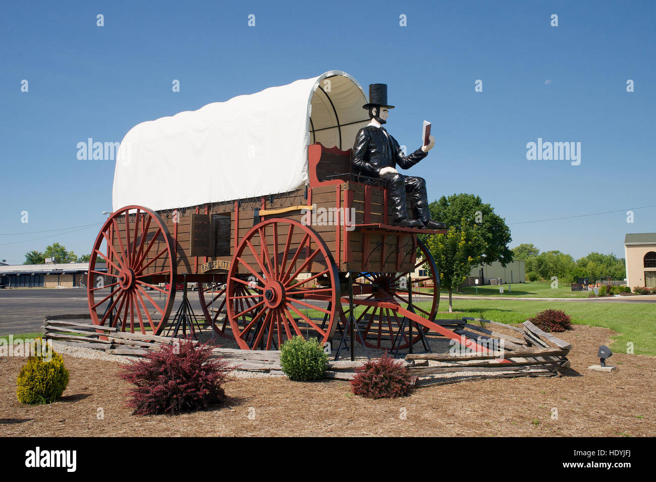 The Largest Covered Wagon in the World at Lincoln Parkway, Lincoln, Logan County, Illinois, USA. - Stock Image