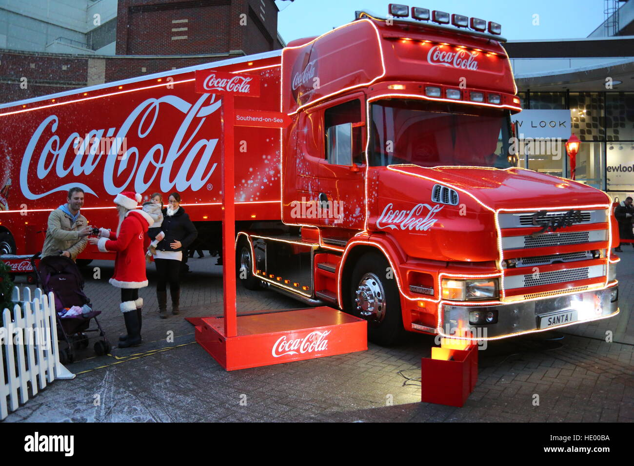southend on sea essex uk 15th december 2016 the coca cola christmas - Coca Cola Christmas Commercial