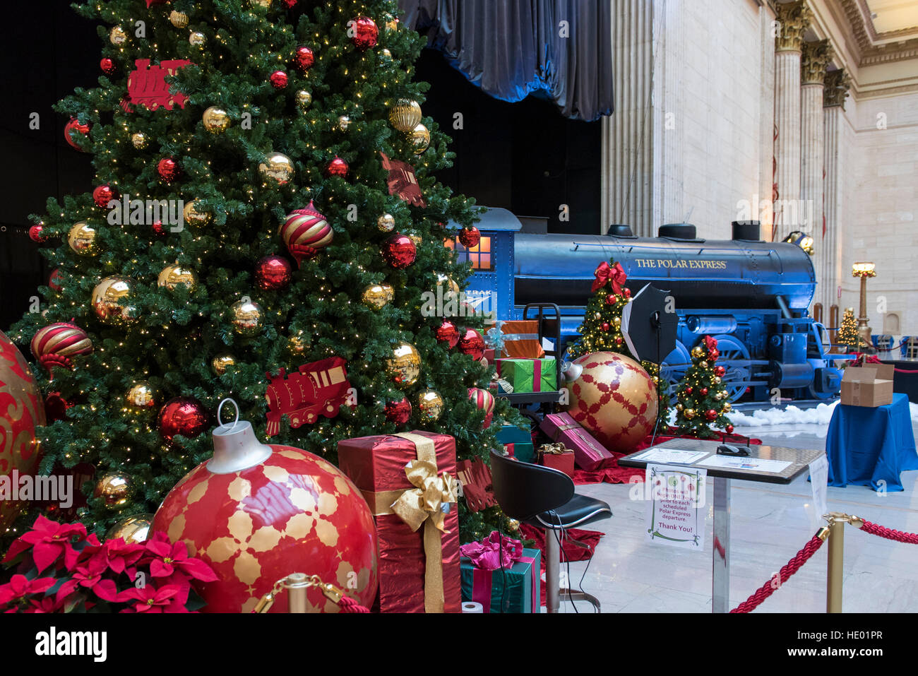 chicago usa 15 december 2016 the great hall in union station is decorated - Chicago Christmas Station