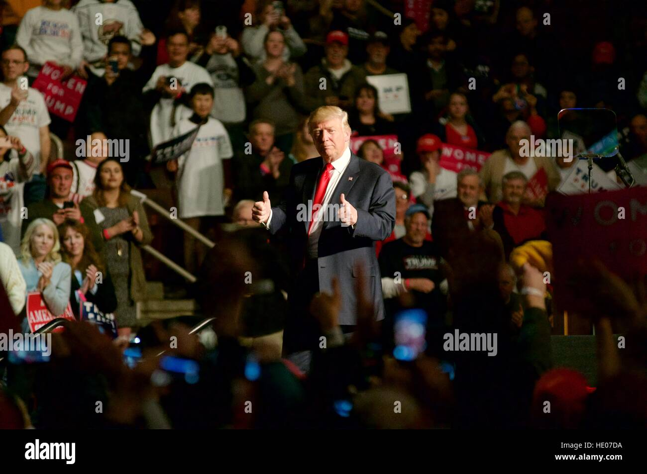 Hershey, Pennsyvlania, USA. 15th Dec, 2016. President-Elect Donald Trump greets supporters as he exits after appearing - Stock Image