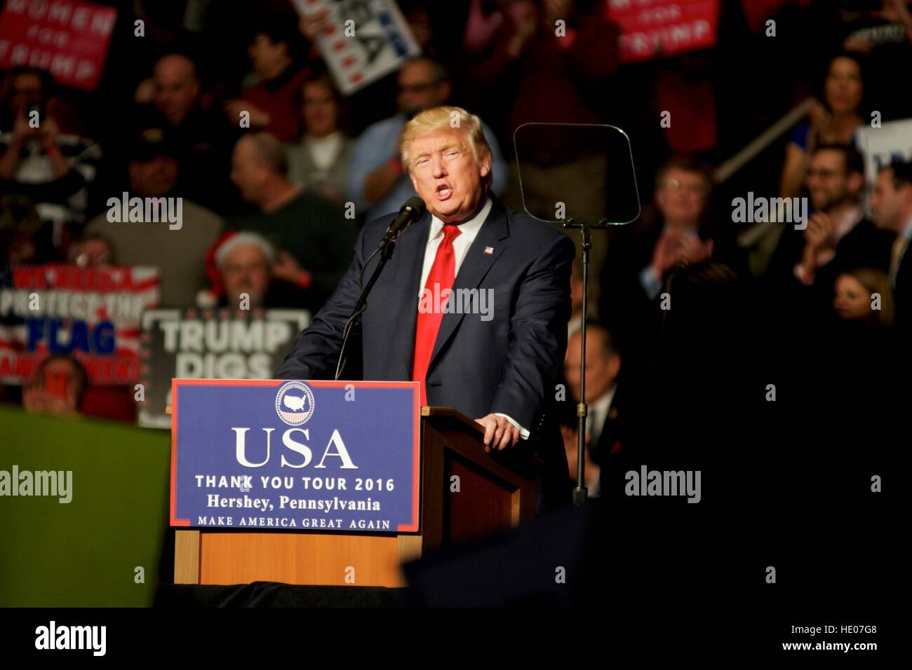 Hershey, Pennsyvlania, USA. 15th Dec, 2016. President-Elect Donald Trump and Vice-President-Elect Mike Pence hold - Stock Image