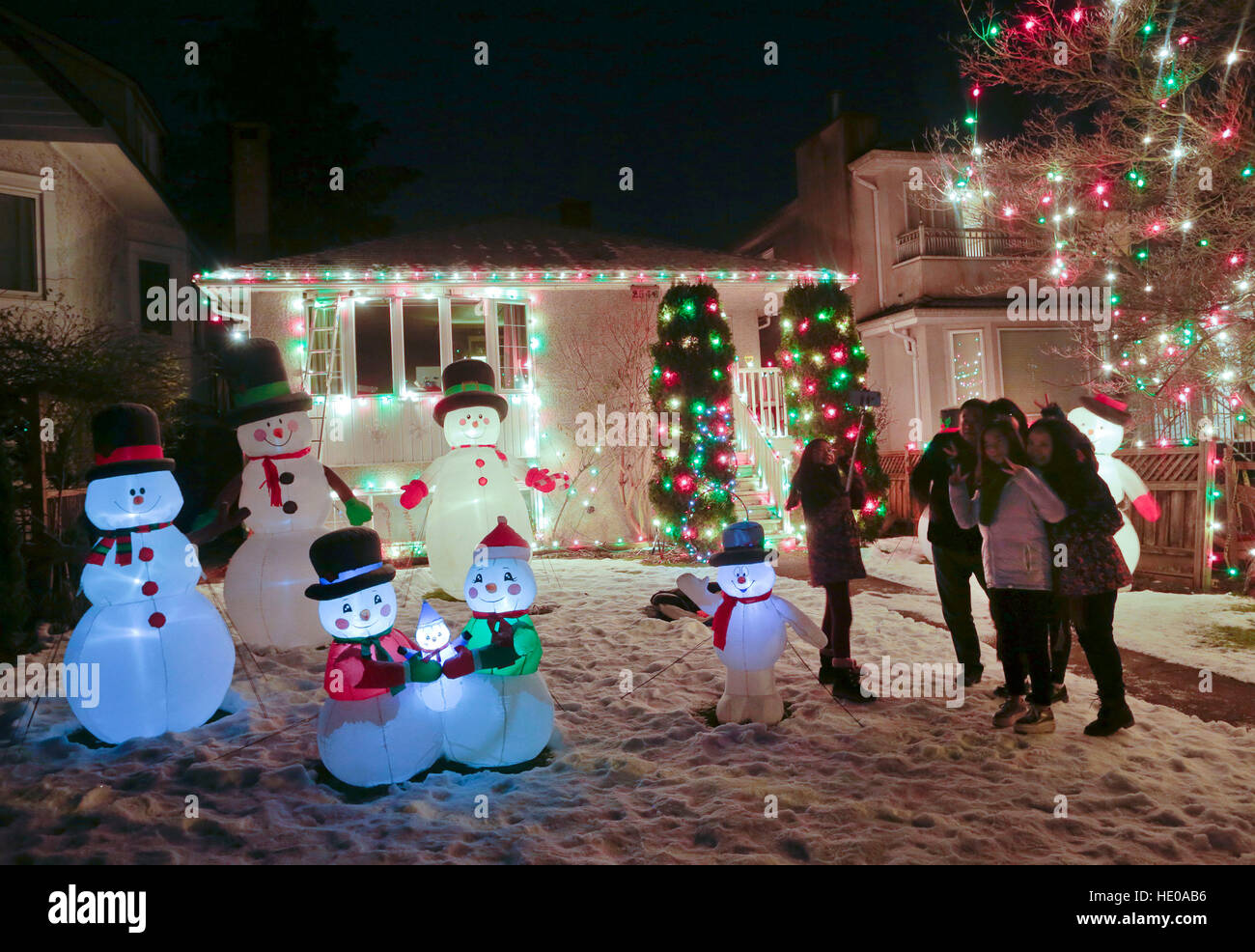 Vancouver, Canada. 16th Dec, 2016. Residents visit the decorated Christmas house at a street in Vancouver, Canada, - Stock Image