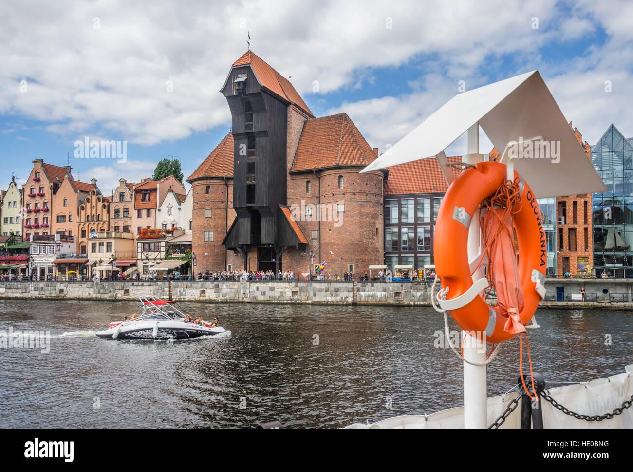 Poland, Pomerania, Gdansk (Danzig), Motlawa River with the iconic medieval port crane (Krantor/ Brama Zuraw) - Stock Image