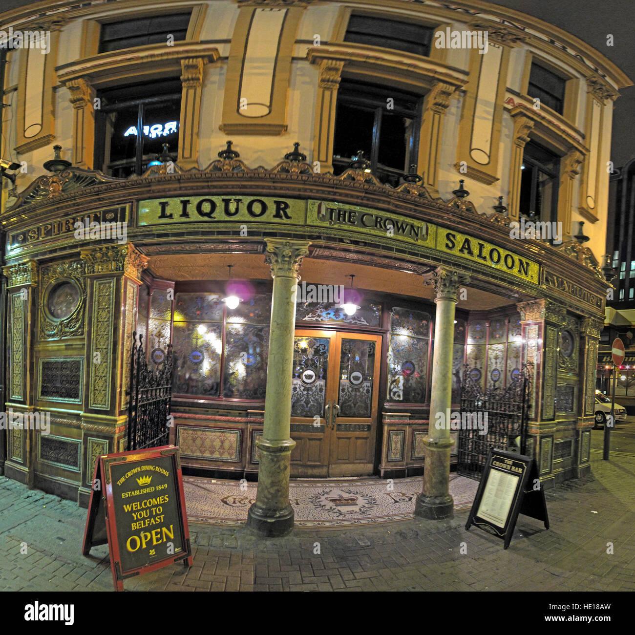 Famous Crown Bar,Gt Victoria St,Belfast exterior at night - Stock Image