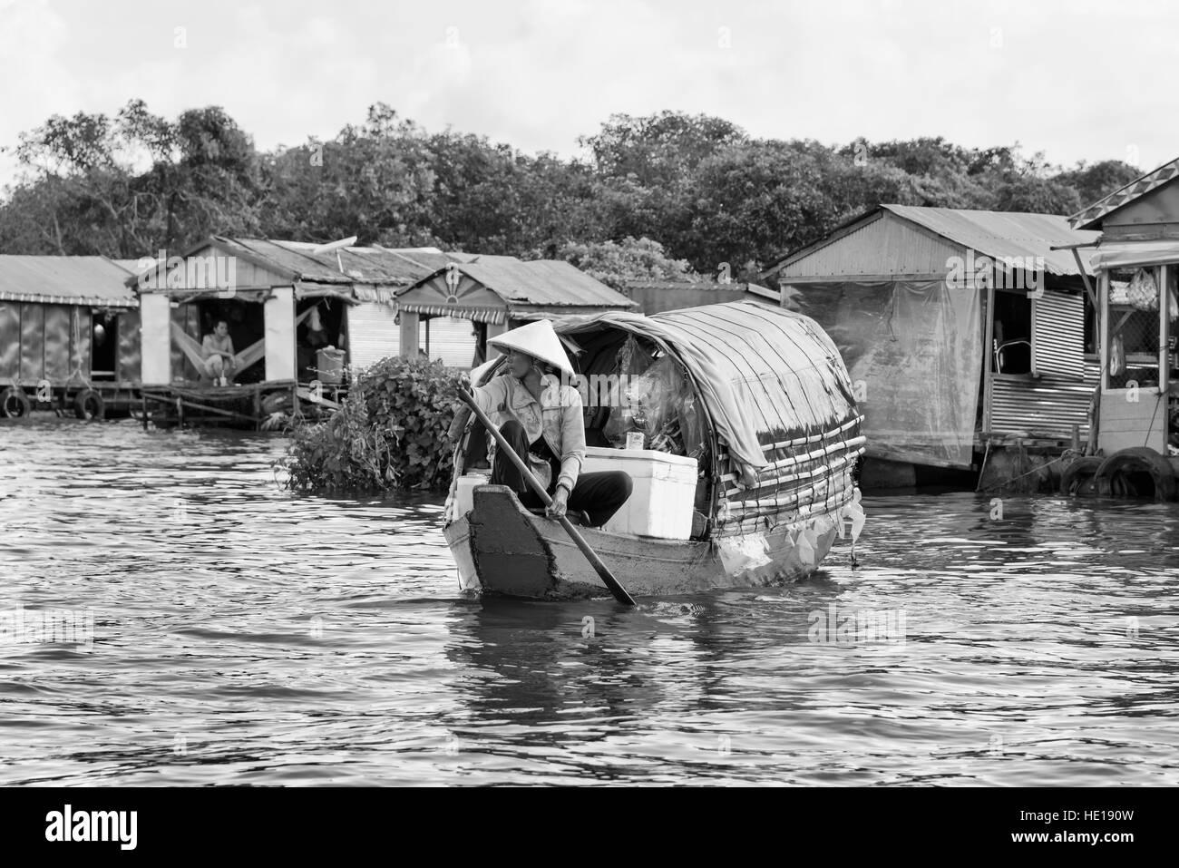 Tonle Sap floating village - Stock Image