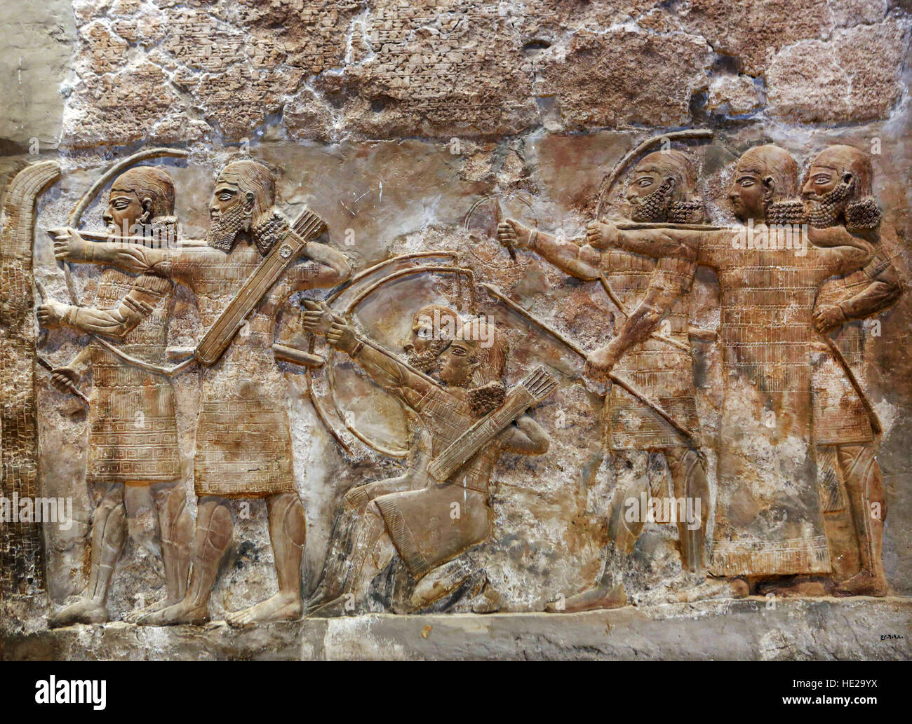 6001. ASSYRIAN ARMY ARCHERS CONQUERING A FORTIFIED CITY .  RELIEF FROM NIMRUD, C. 865 B.C. - Stock Image
